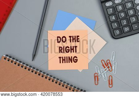 Do The Right Thing - Concept Of Text On Sticky Note. Closeup Of A Personal Agenda. Top View. Office
