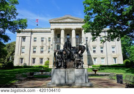 The Nc State Capitol Building In Raleigh Nc With The Statue Of The 3 Us Presidents Born In North Car