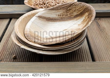 Natural Eco-friendly Food Packaging Disposable Utensils Plate From Natural Stuff . Eco Friendly Disp