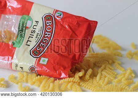 Borges Fusilli Durum Wheat Pasta In Red Colour Packaging