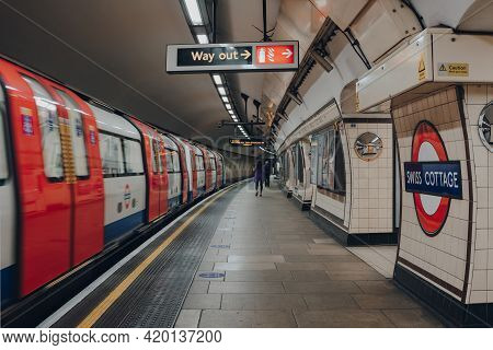 London, Uk - May 09, 2021: Station Name And Way Out Sign On The Platform Of Swiss Cottage Station Of