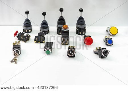 Various Push Button And Key Switch On Off And Mono Level Switch With Signal Lamp Indicator Or Pilot