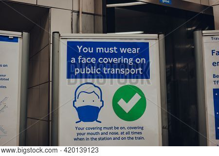London, Uk - May 09, 2021: Face Covering Requirement Sign Inside The Ticket Hall Of Vauxhall London