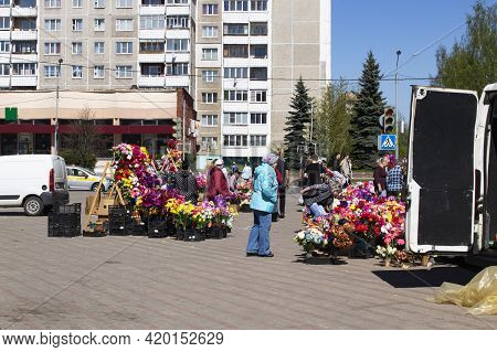 Belarus, Novopolotsk - 11 May, 2021: Sale Of Artificial Flowers On The Street