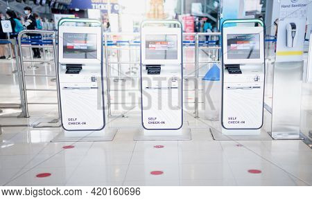 Bangkok Thailand Apr 14 2021  Many Auto Check-in Self Service For Traveler Prepare For Travel Or Wor