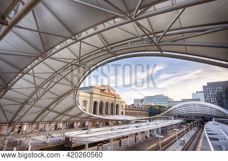 Denver, Co - March 7, 2021: Sweeping, Modern Architecture Of The Train Platform At Uniion Station In