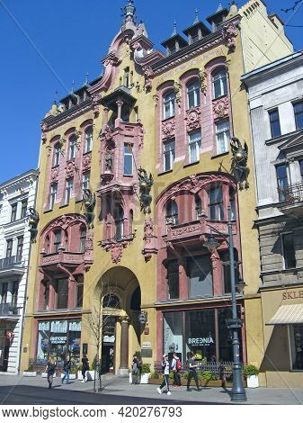 Lodz - Poland. 18 April 2019: Beautiful Architecture Of Buildings From Early 20th Century In Lodz. U