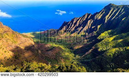 Amazing View Of The Kalalau Valley And The Na Pali Coast In Kauai.