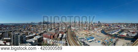 Brooklyn, New York - Apr 8, 2021: View Of The Manhattan Skyline From The Gowanus Neighborhood Of Bro