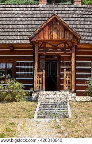 Wygiezlow, Poland - August 14, 2020: Wooden Rural Cottage From The 19th Century In Heritage Park. Op