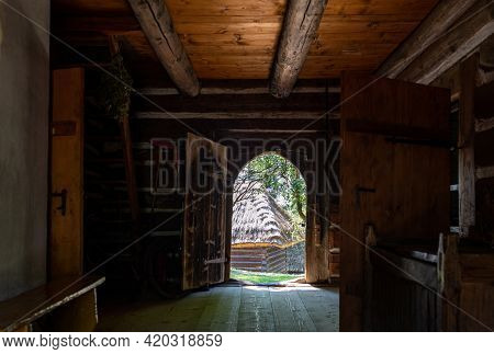 Wygiezlow, Poland - August 14, 2020: Interior Of Wooden Rural Cottage From The 19th Century In Herit