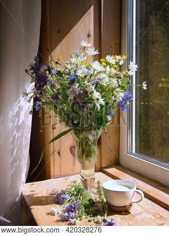 A Soft, Concentrated Bouquet Of Flowers In A Vase On The Windowsill In The Morning Sun. On The Windo