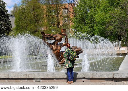 The Tourist Stands Near Beautiful Musical Dancing Fountain Near The Opera House. Show Fountain In Th