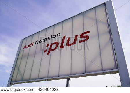Bordeaux , Aquitaine France - 05 08 2021 : Audi Occasion Plus Logo Brand And Car Sign Text On Shop S