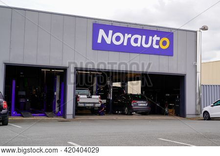 Bordeaux , Aquitaine France - 05 08 2021 : Norauto Logo Sign And Brand Text On Car Repair Store Stat