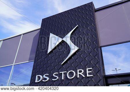 Bordeaux , Aquitaine France - 05 08 2021 : Ds Store Logo Brand Automobiles Sign Text On Shop For Car