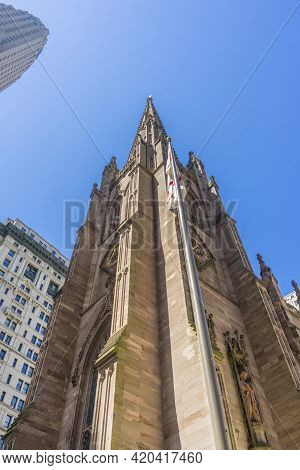 Trinity Church At The Intersection Of Wall Street And Broadway In Manhattan, New York, Usa