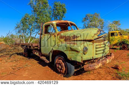 Tennant Creek, Australia - Aug 2019: Tank Container Truck Of Battery Hill Mining Center, Tennant Cre
