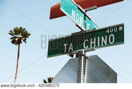 Ta Chino and Norte street signs