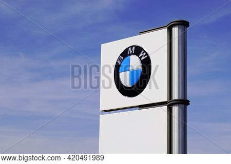 Bordeaux , Aquitaine France - 05 08 2021 : Bmw Logo Sign And Brand Text Of Car Dealership Store Auto