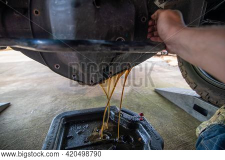 Changing Heavy Duty Oil On A Pick Up Truck Rear Axle Differential