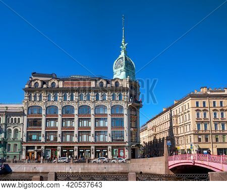 St. Petersburg, Russia - May 09, 2021: The Moika River Embankment, The Famous Building Of Au Pont Ro