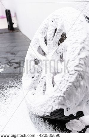 Cleaning Car Wheel And Tire With Active Foam