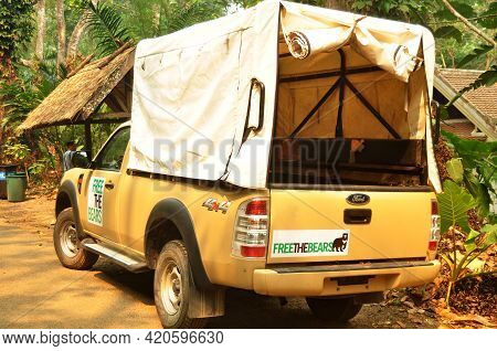 Pickup Car Of Wildlife Sanctuaries Zoo Stop For Waiting Service  Laotian People And Foreign Traveler