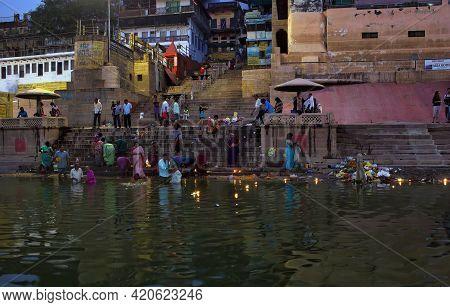 Varanasi, India - November 01, 2016: Hindu Family And Friends Take An Early Morning Dip In The Gange