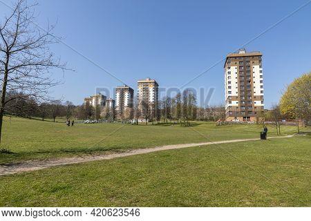 Sheffield, South Yorkshire, England - April 19 2021: Council Housing Blocks At Upperthorpe In Sheffi