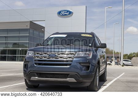 Kokomo - Circa May 2021: Used Ford Explorer Display. With Current Supply Issues, Ford Is Relying On