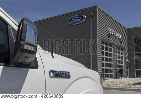 Kokomo - Circa May 2021: Ford F150 Display At A Dealership. The Ford F-150 Is Available In Xl, Xlt,