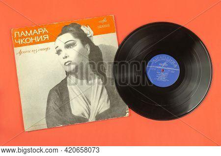 Vinyl Record By Famous Georgian, Soviet Chamber And Opera Singer Lamara Chkonia. Arias From Operas.