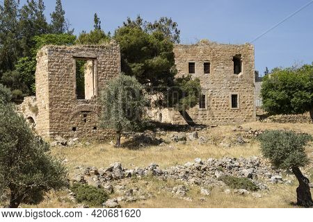 Jerusalem, Israel - May 6th, 2021: Ruined Abandoned Palestinian Houses In Jerusalem, Israel, On A Cl