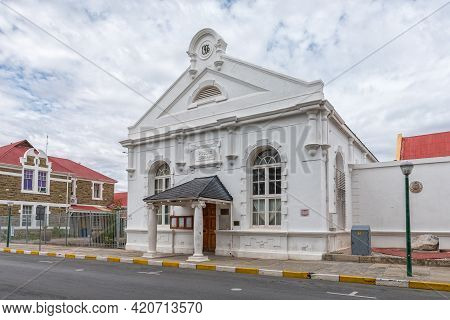 Beaufort West, South Africa - April 2, 2021: A Street Scene, With The Historic Public Library, In Be