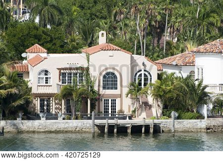 The Large Luxury House By The Water In Artificial Residential Palm Island In Miami (florida).