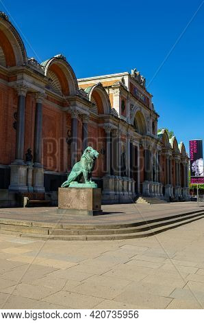 Copenhagen, Denmark - April 30, 2011: Ny Carlsberg Glyptotek, An Art Museum In Copenhagen