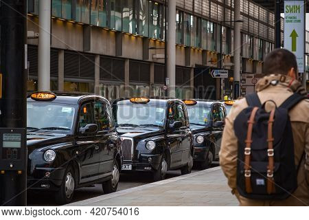London, Uk - February 2, 2020 - London Black Cabs Queueing At Taxi Rank For Customers Outside Kings