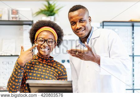 Professional Ophthalmologist Doctor African American Man Helping Young Woman African American Client
