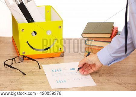 The Manager In The Office Analyzes The Schedule For The Implementation Of The Plan, On The Table Is