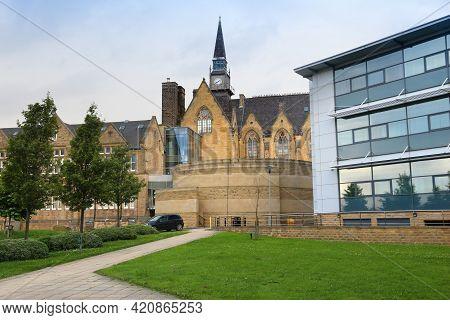 Leeds, Uk - July 10, 2016: Leeds University Business School Campus In The Uk. The School Is Part Of