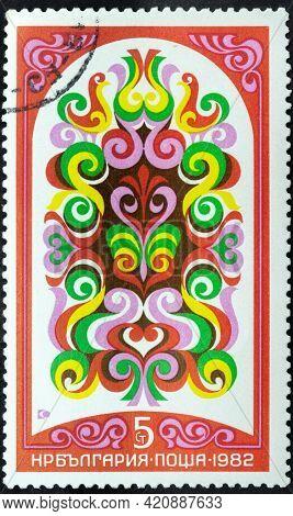 Republic Of Bulgaria - Circa 1982: Postage Stamp 'bulgarian Fresco Of Xix C. Red Flowers' Printed In