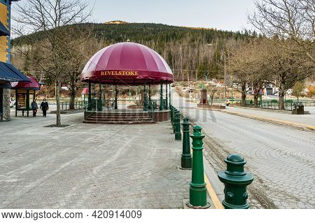 Revelstoke, Canada - March 15, 2021: Alcove With Red Roof Central Street In Downtown Early Spring.