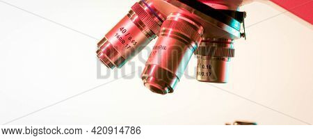 Lenses and microscope eyepieces for scientific research