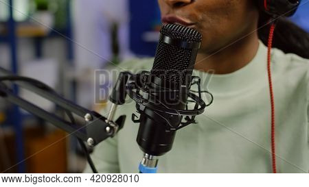 Close Up Of Black Woman Influencer Answering Questions Of Audience While Discussing With Listeners U
