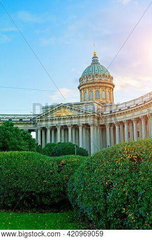 Kazan Cathedral In St Petersburg, Russia And Kazan Square With Green Park Trees On The Foreground -a