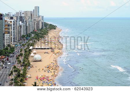 A view to the city beach with lots of Brazilian people sunbathing and swimming.