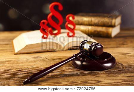 Paragraph sign symbol , Judge gavel
