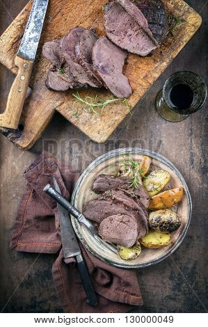 Barbecue Roast Vanison with Potatoes and Quince