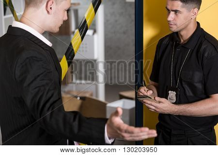 Witness giving statment to a policeman policeman doing notes